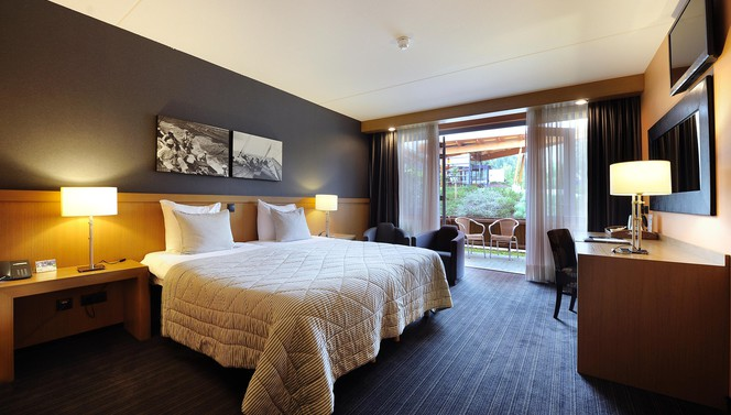 Comfort double room with air-conditioning and terrace Hotel Drachten