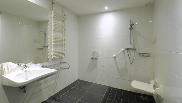 https://www.hoteldrachten.nl/inc/hotels/20/rooms/285/mobile-retina/carousel_1024x768_2EE0A9D6-8D5D-428D-BFD81978E298DAC2.jpg