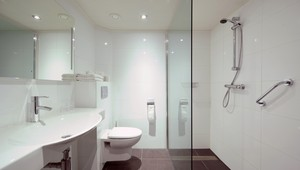 Standard double room Hotel Drachten - bathroom